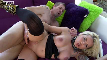 amateur-blonde-threesome Photo 08